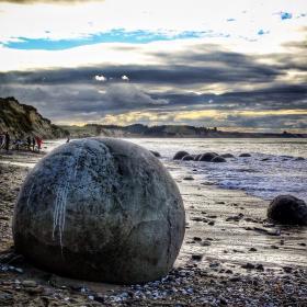 Name:  Moeraki Boulders1.jpg Views: 74 Size:  18.8 KB